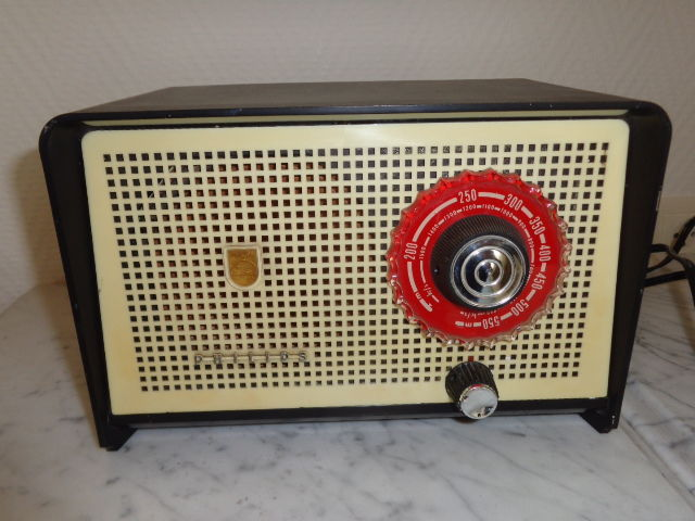 Bakelite Philips Radio - Type HX 85U/90