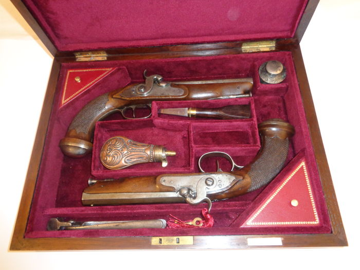 Pair of French Officer Combat pistols, 1º First EMPIRE 1804/1816 pattern  transformed into percussion, in case.