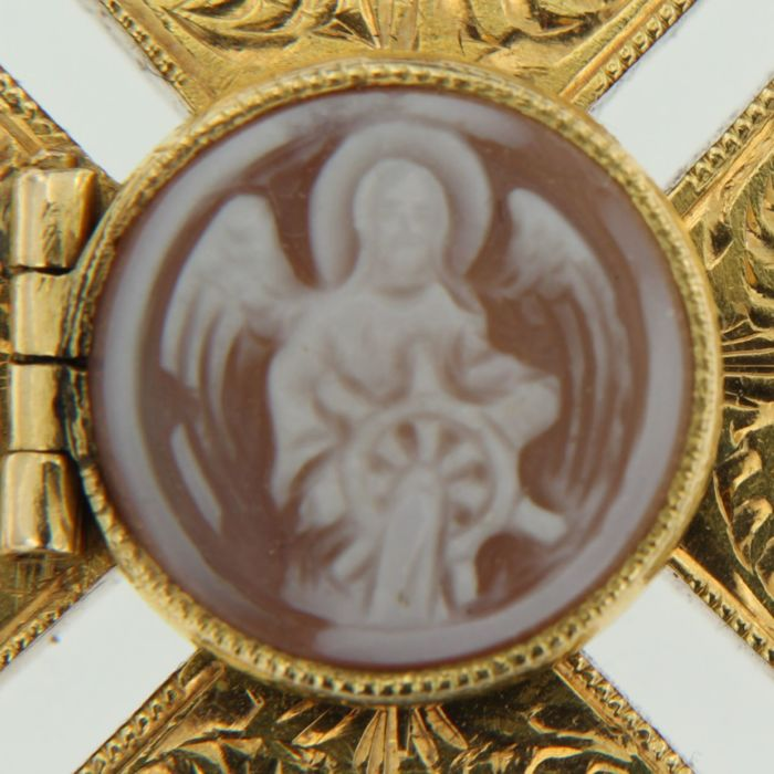 14 kt gold pendant with two images of saints