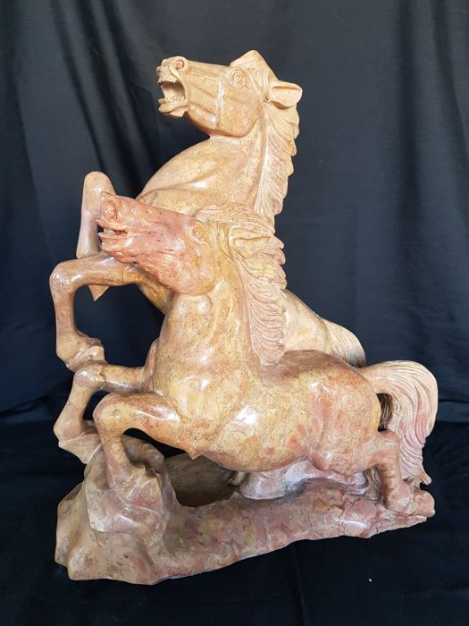Large sculpture in Asiago pink marble depicting two horses - Venice - ca. 1950