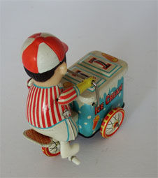 15 Pieces tin toy figures on vehicle