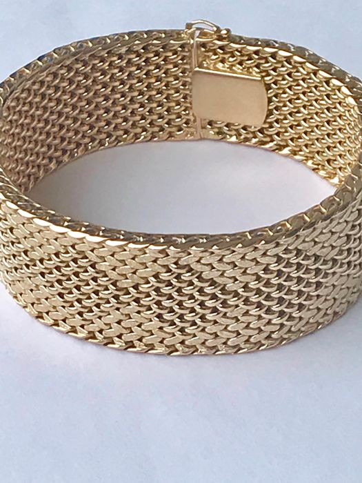Royal ribbon bracelet made from satiny and smooth 18 kt yellow gold size - 20 cm