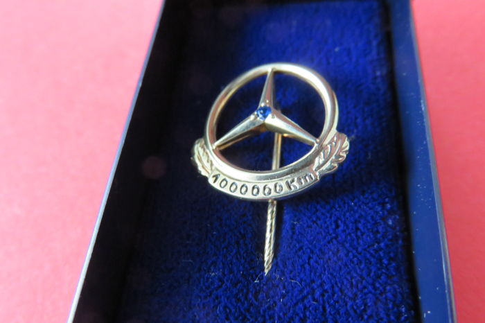 Mercedes lapel pin / badge for 1 million driven kilometres