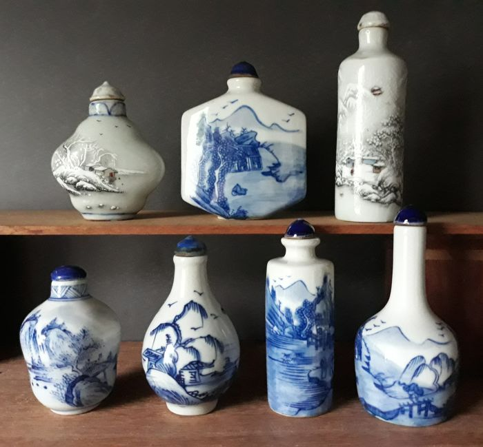 7 Chinese porcelain snuff bottles - Landscapes - China - late 20th century