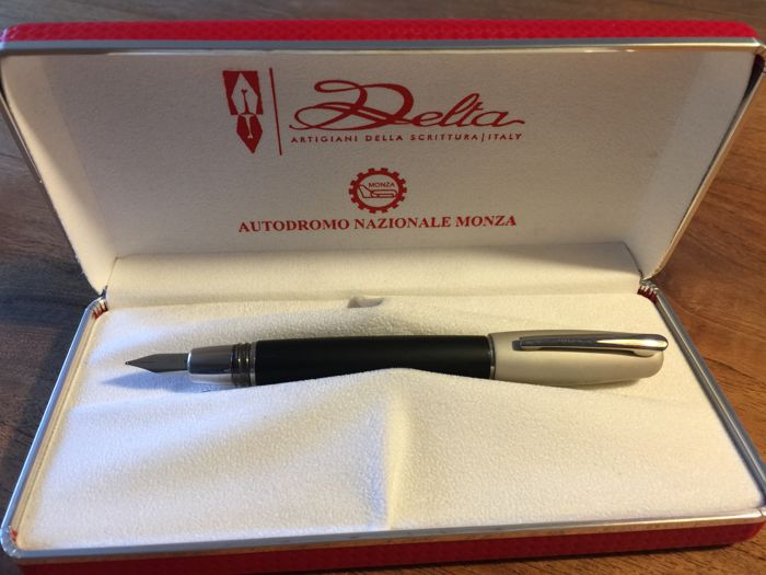 Beautiful Delta fountain pen in luxury box