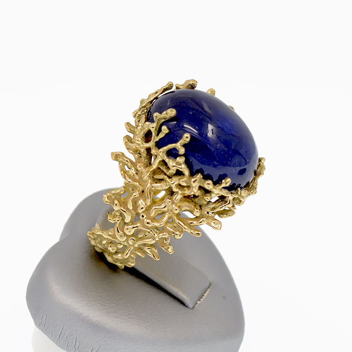 14k/585 yellow gold ring with a cabochon sapphire organic design – Sapphire weight 16.22 ct.