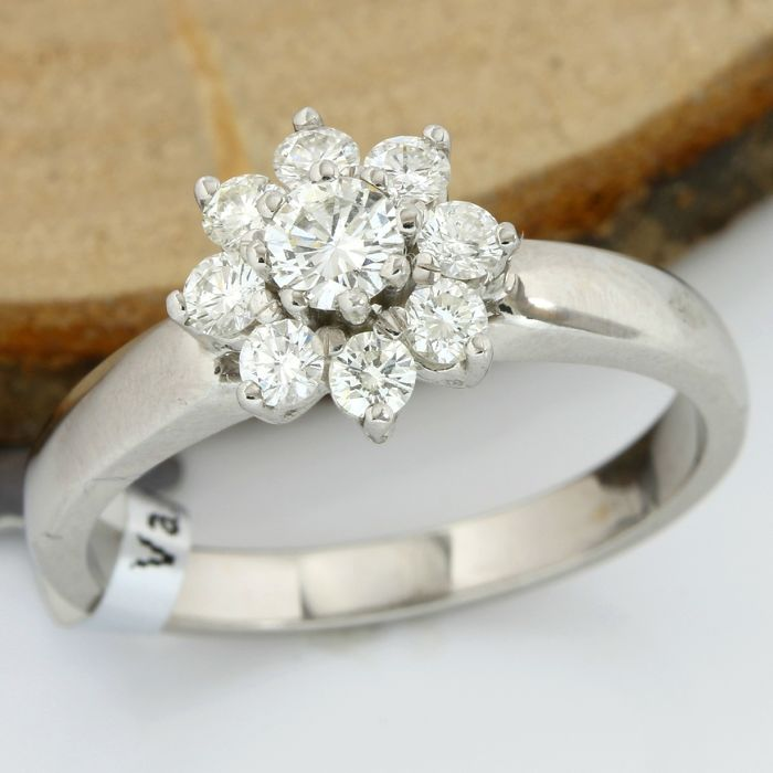 18kt/750 White Gold - 0.57 ct Round Cut Diamond, Ring ; Size: 7.25