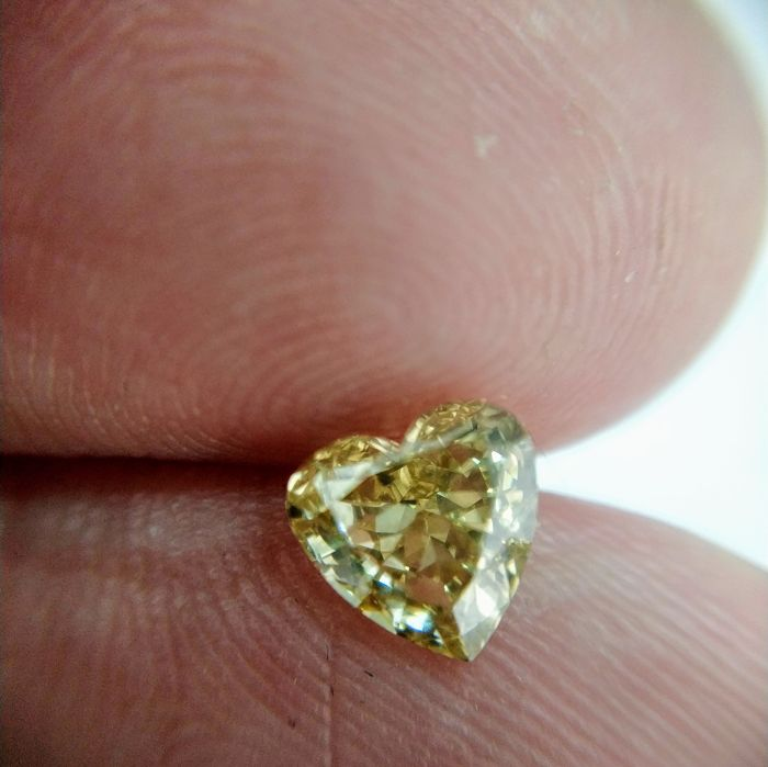 1.05 Carat Natural Diamond Fancy Brownish Yellow VS2 Heart GIA Certificate included