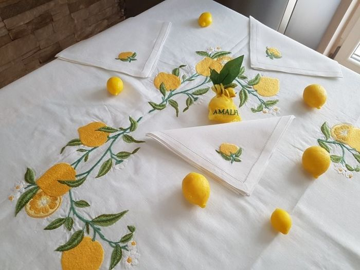 Wonderful tablecloth for 12 people - Bellavia Ricami 100% pure linen with satin stitch lemons embroidery - entirely handmade