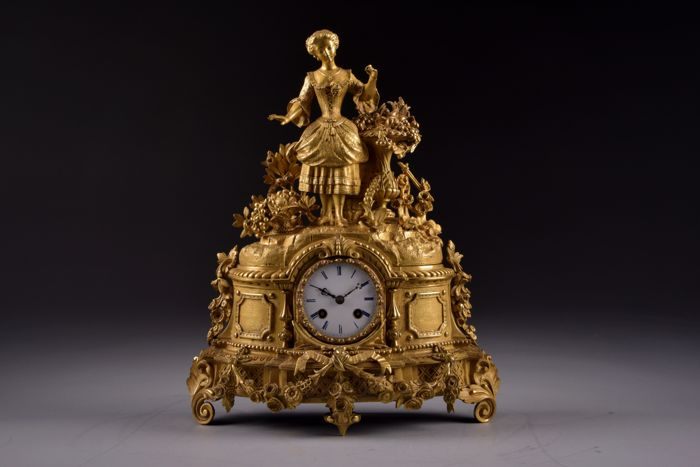 Exceptionally beautiful fire-gilt bronze clock - Young lady - Movement 'A. Weygand à Paris' - France 1860