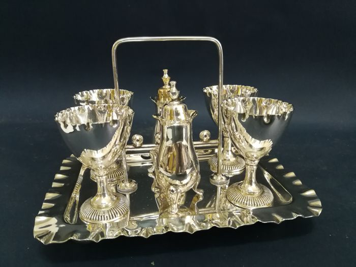 Antique and beautiful set for breakfast with egg cup for 4 people and 2 saltcellars for condiment, with one stand, silver-plated by W&H