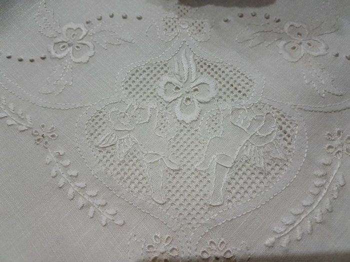 Museum-quality piece, 100% pure linen double bed sheet with handmade satin stitch angel embroidery and peahole unstitched hem (Sicilian 'sfilato' technique)
