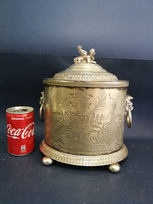 Large and rare silver plated biscuit jar with a finial shaped as an Egyptian Sphinx - by Robert&Belk