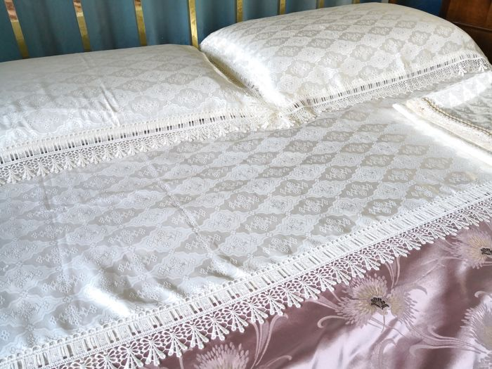 Two bed sheets and two pillowcases, silk blend and macrame lace Never used