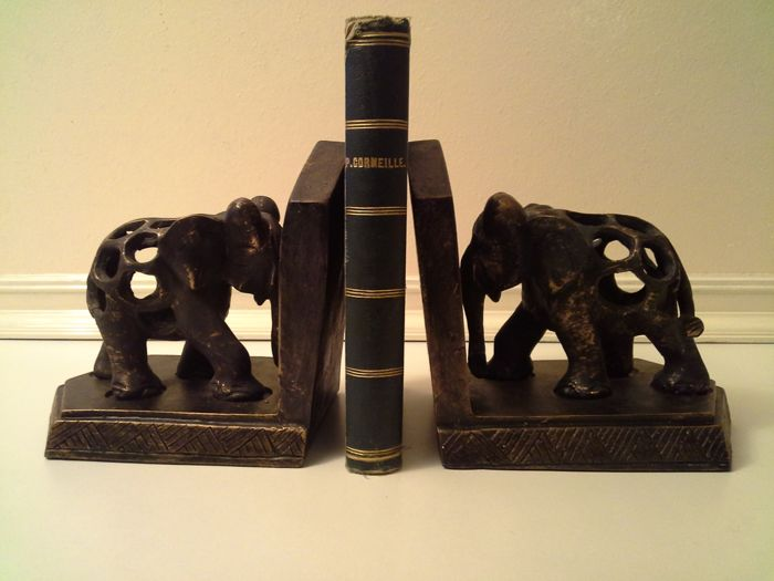 2 Wooden book ends with elephants