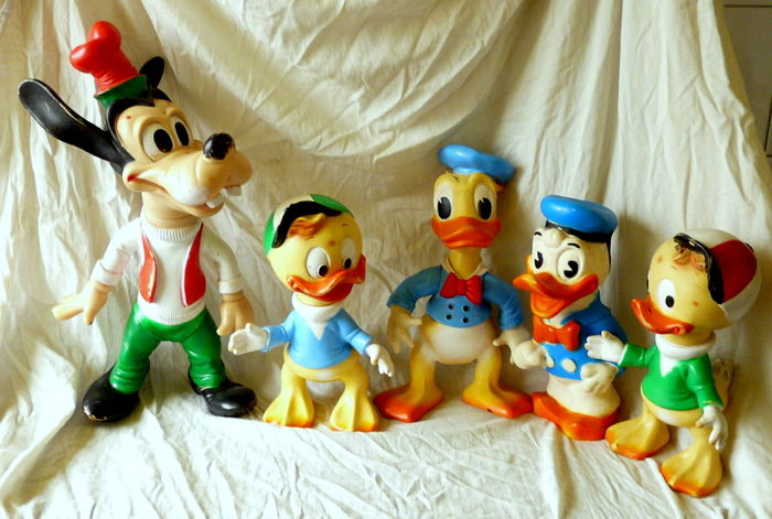 Walt Disney - 5 Ledraplastic figurines - Donald Duck, Goofy, Dewey and Louie (1962)