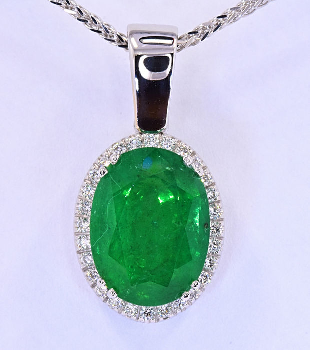 7.02 Ct Emerald with Diamonds necklace