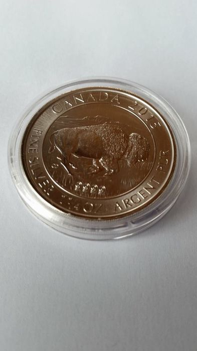 Canada 2015 Bison 1. 1/4 Ounce Silver  / 8 Dollars
