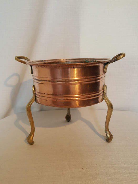 Red copper-plated pot on gorgeous high solid brass legs