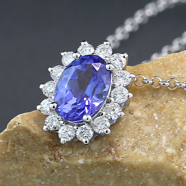 Tanzanite brilliant necklace with fine luminous tanzanite, 750 white gold ---No Reserve Price!---