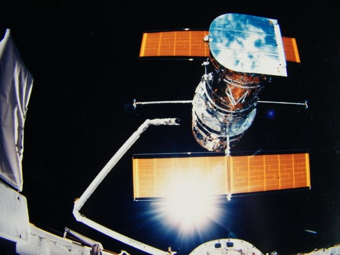 The Hubble Space Telescope on its way to space (STS-31)
