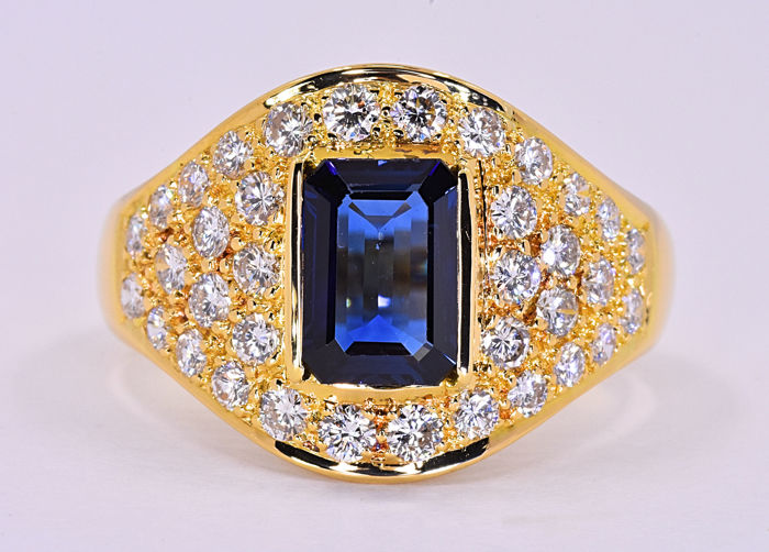 3.46 Ct Sapphire with Diamonds ring ***NO RESERVE price!***