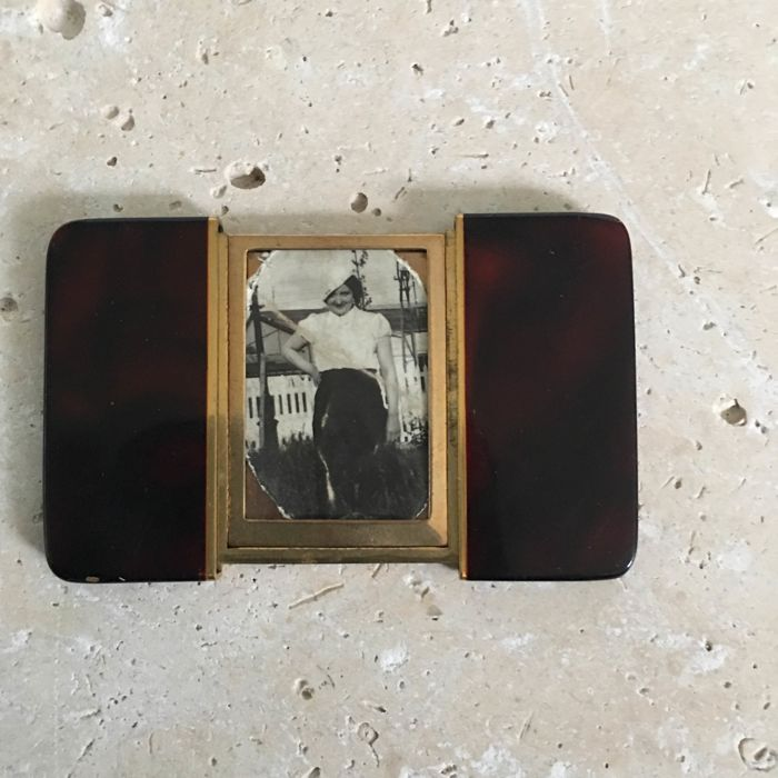 Art Deco lacquer and gold-plated two-sided secret photo holder - Catawiki