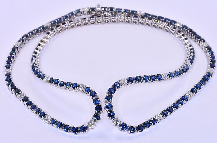 19.41 Ct Sapphires with Diamonds necklace - Size: 50 cm.