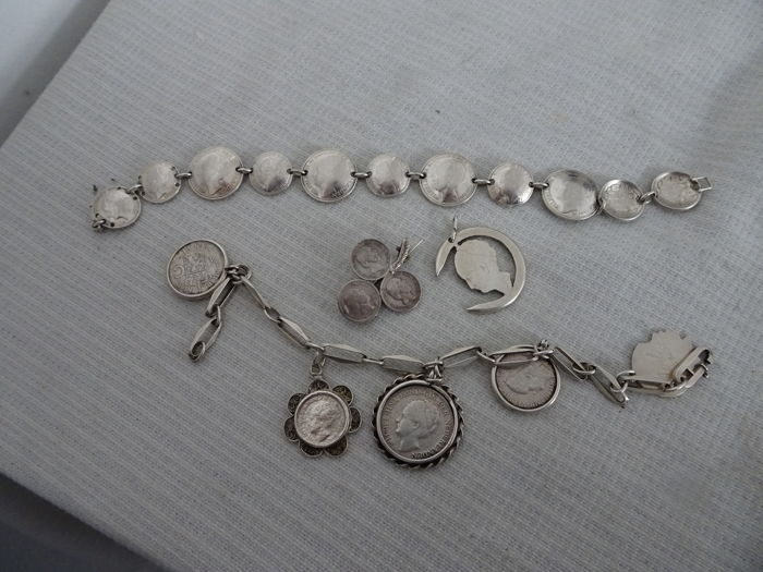 4 x Silver coin jewellery items made with silver coins from the era of King Willem III and Queen Wilhelmina - 2 bracelets, 1 brooch and 1 pendant