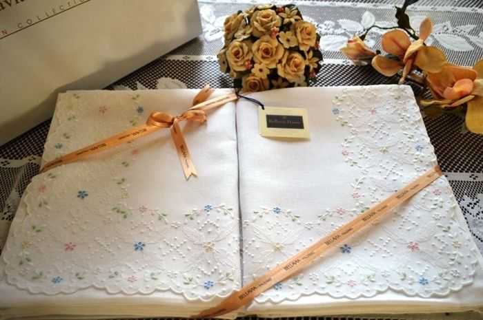 Museum-quality piece, 100% pure linen Bellavia Ricami double bed sheet with satin stitch and shadow stitch handmade embroidery
