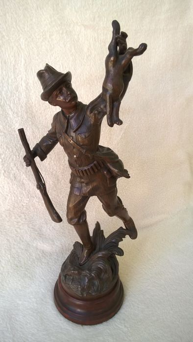 C. Bonnefond - Hunter brandishing a rabbit and holding a rifle - Spelter statue - France - circa 1920