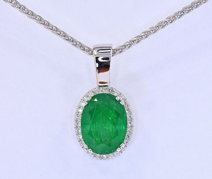 6.78 Ct Emerald with Diamonds necklace