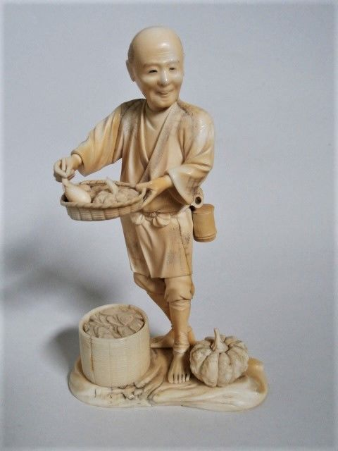A fine qualitry ivory okimono of a pumpkin seller, signed Toshikazu - Japan - 19th century (Meji period)