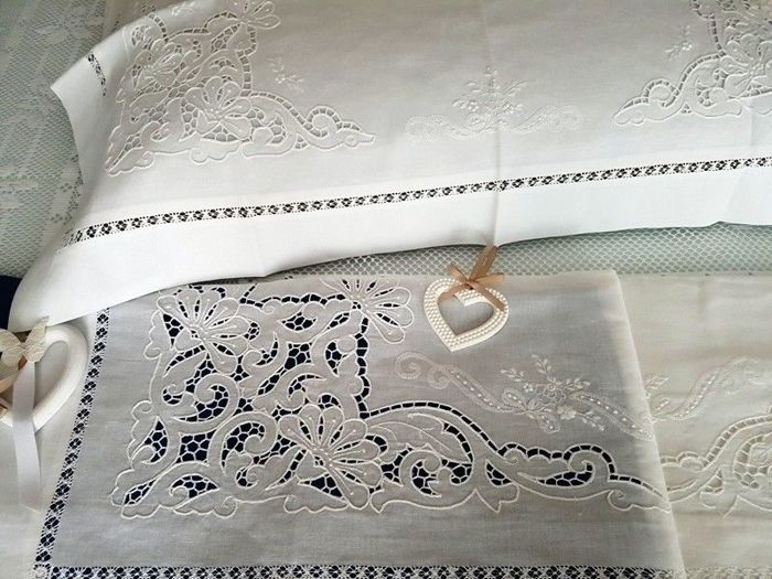 Lavish extra pure linen sheet with cutwork and satin sheet embroidery, entirely handmade