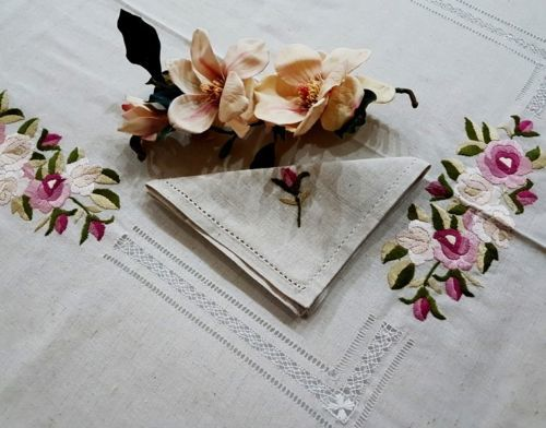 Lovely tablecloth for 12 people - Bellavia Ricami - made of pure 100% linen hemp with handmade satin stitch embroidery