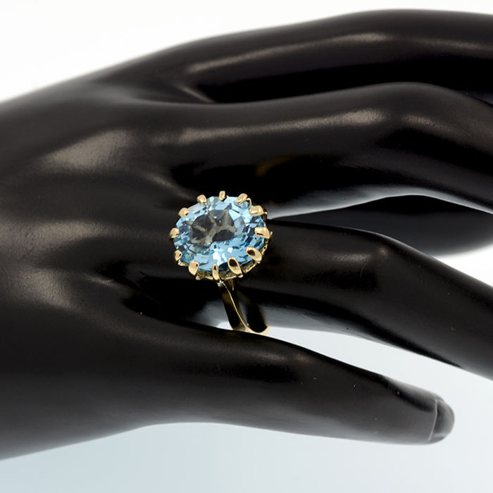 Yellow gold ring with blue topaz – Topaz weight 7.60 ct. - No reserve