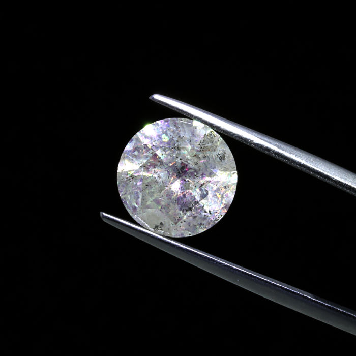 4.05 Ct. Natural Round brilliant cut diamond.
