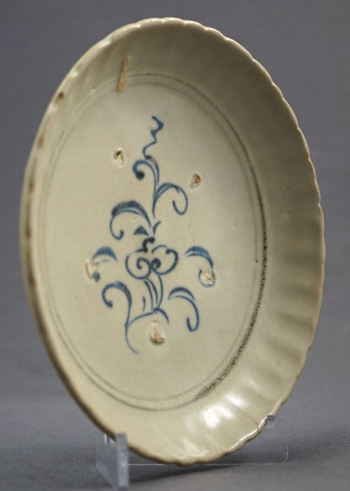 Lobate porcelain platter with flowering sprig scenery - South China/Asia - 15th/16th century, Ming dynasty (1368–1644)