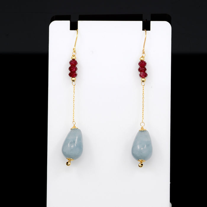 18k/750 yellow gold earrings with aquamarines and rubies - Length 55 mm.