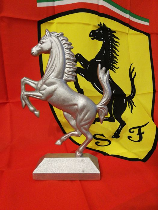 Ferrari - Sculpture of Prancing Horse and large F1 flag - for collectors - Workshop - 2010