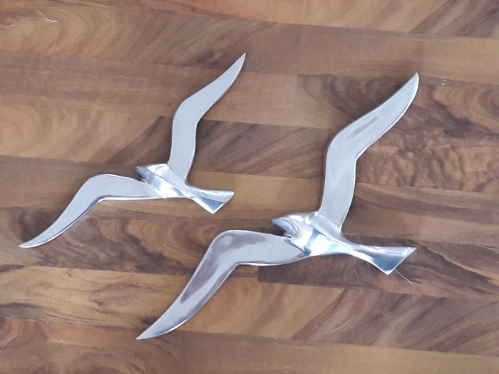 2 Large birds in flight formation as a wall decoration - vintage retro design in flight