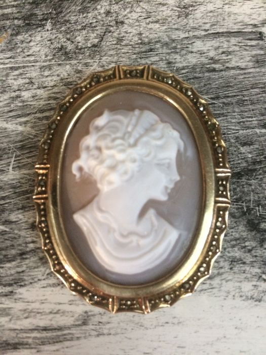 Silver brooch with cameo