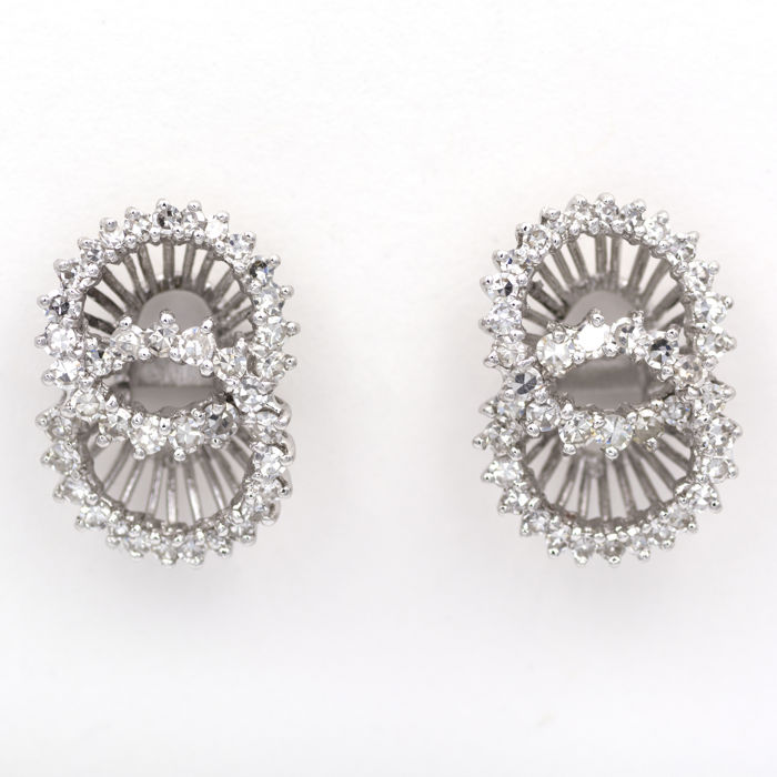 Vintage earrings in white gold with 0.80 ct in diamonds