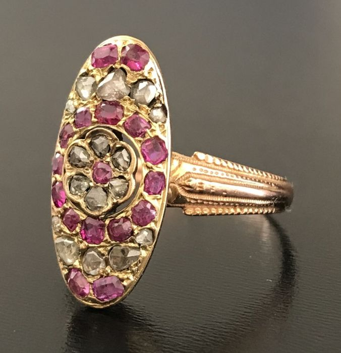 Sumptuous marquise ring, from 19th century, made of 18 kt rose gold, entirely paved with diamonds and rubies (0.76 ct)