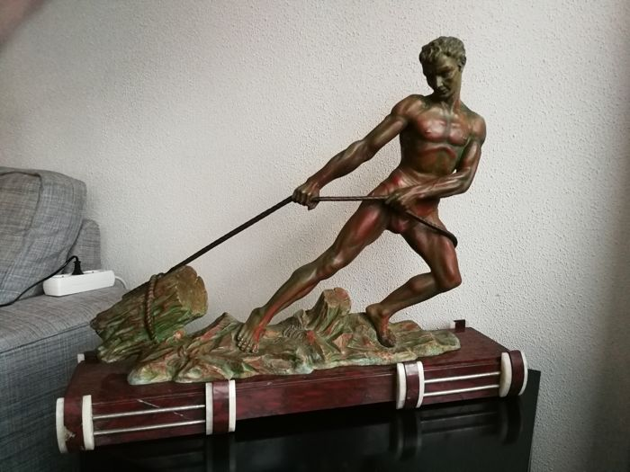 'Il a de la force' - Patinated metal Art Deco sculpture on marble base