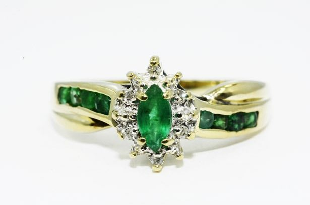 10 kt gold ring with natural emerald and diamonds of 0.65 ct - Ring size: 18 (mm)