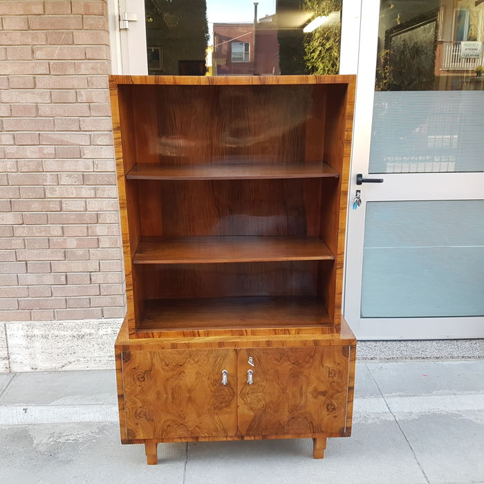 Art Deco bookcase/display cabinet in burr walnut