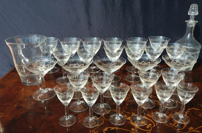 Baccarat Grave - Antique set of 29 pieces with glasses, a carafe and crystal bottle all cut and engraved by hand