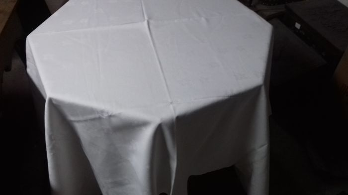 Lot consisting of 76 pieces of damasco table linen.