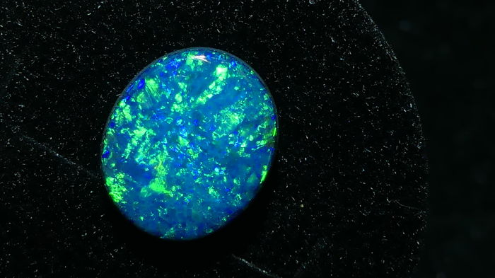 Quality Natural Solid Opal  Doublet  Polished Fantastic   Fires/Pattern - 2,60 cts/ No reserve Price